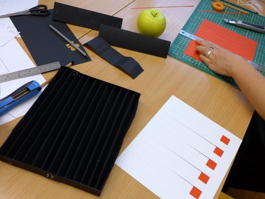 galds | ābols | izturība+lietderība+skaistums | melns+balts+sarkans